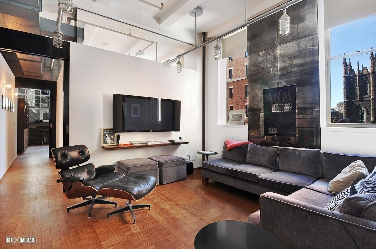 A private keyed elevator takes you directly into the full-floor apartment. The open living room\u0027s corner position means lots of natural light coming ... & This Greenwich Village condo has high ceilings prewar details and ...