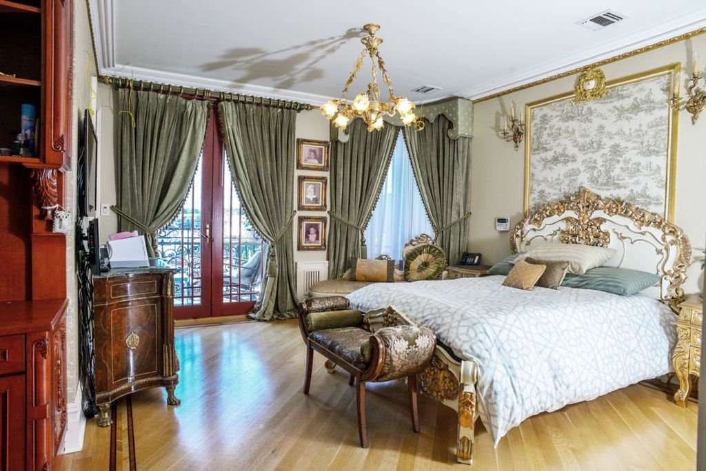 This Southern Brooklyn Palace Is Gold Wood And Marble All Over