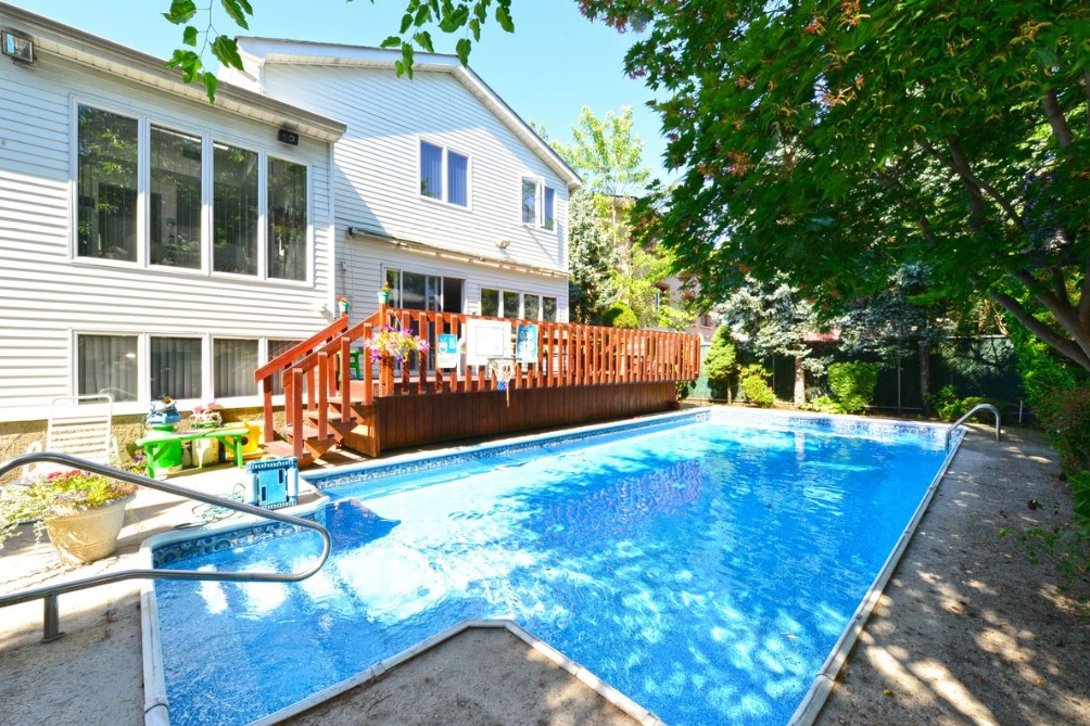 What To Know If You Want To Buy A Nyc House With A Pool And Get An End Of Season Deal
