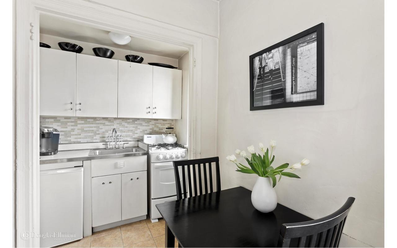 How To Maximize Space In A Small Nyc Kitchen