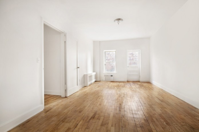 Asking 895 000 This Recently Renovated Ground Floor Apartment 225 East 76th St Apt D Is Far Below The 1 8 Median S Price For Two Bedrooms On