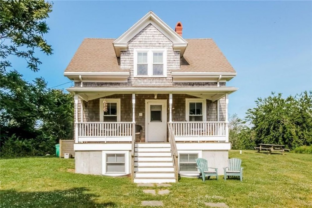 A big cottage and a guest house on block island for 895 000 for Block island cottage