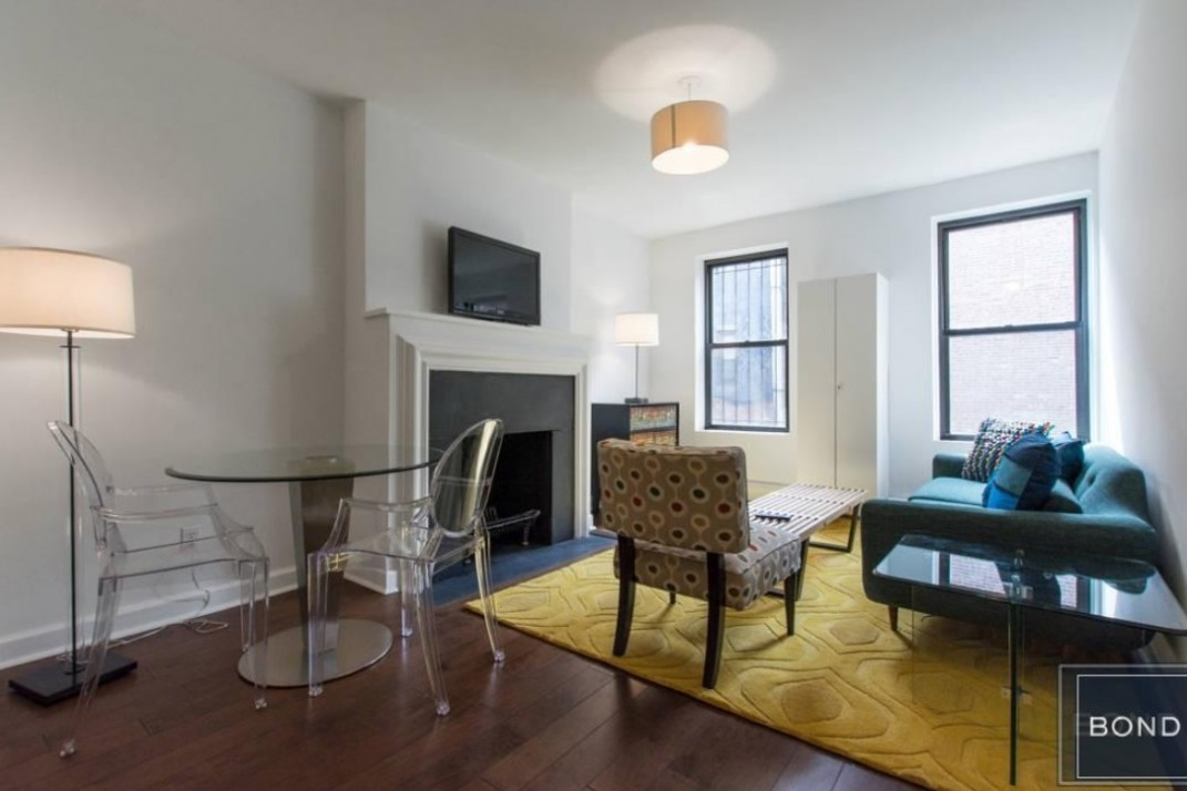 NYC Apartment Rentals With Fireplaces For Under 4040 Adorable Three Bedroom Apartments Nyc