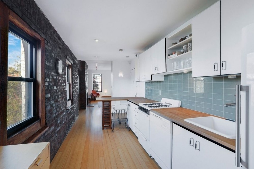 I\'m seeing the term \'Pullman kitchen\' in listings. What does ...
