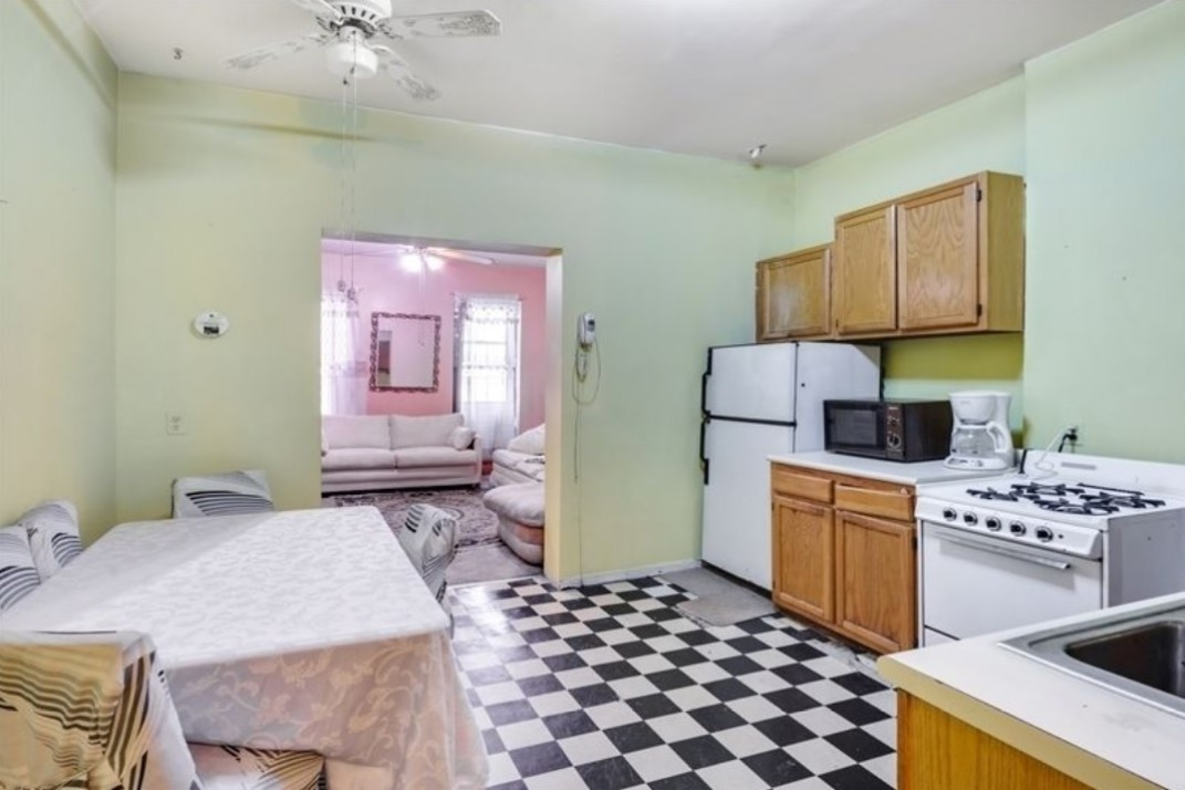 The Hellish Kitchen In This Hell S Apartment Needs A Miraculous Makeover