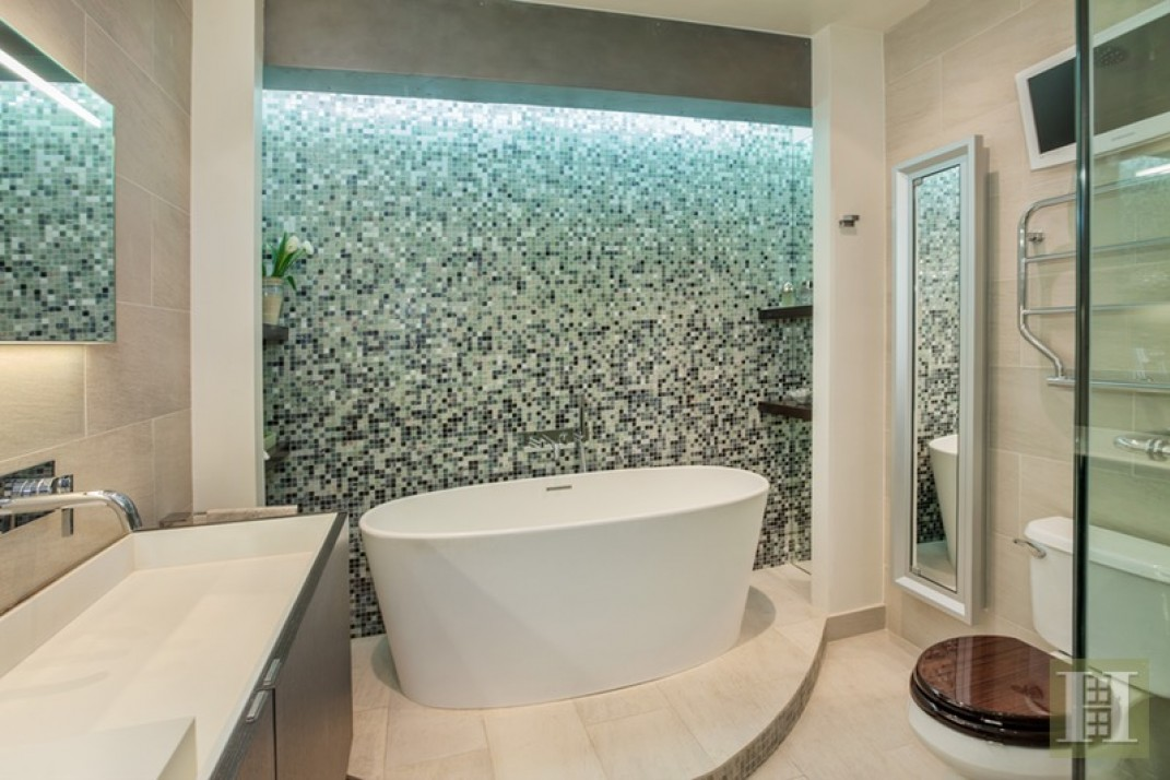 Five Homes With Mosaic Tile Bathrooms That Pack A Visual Punch