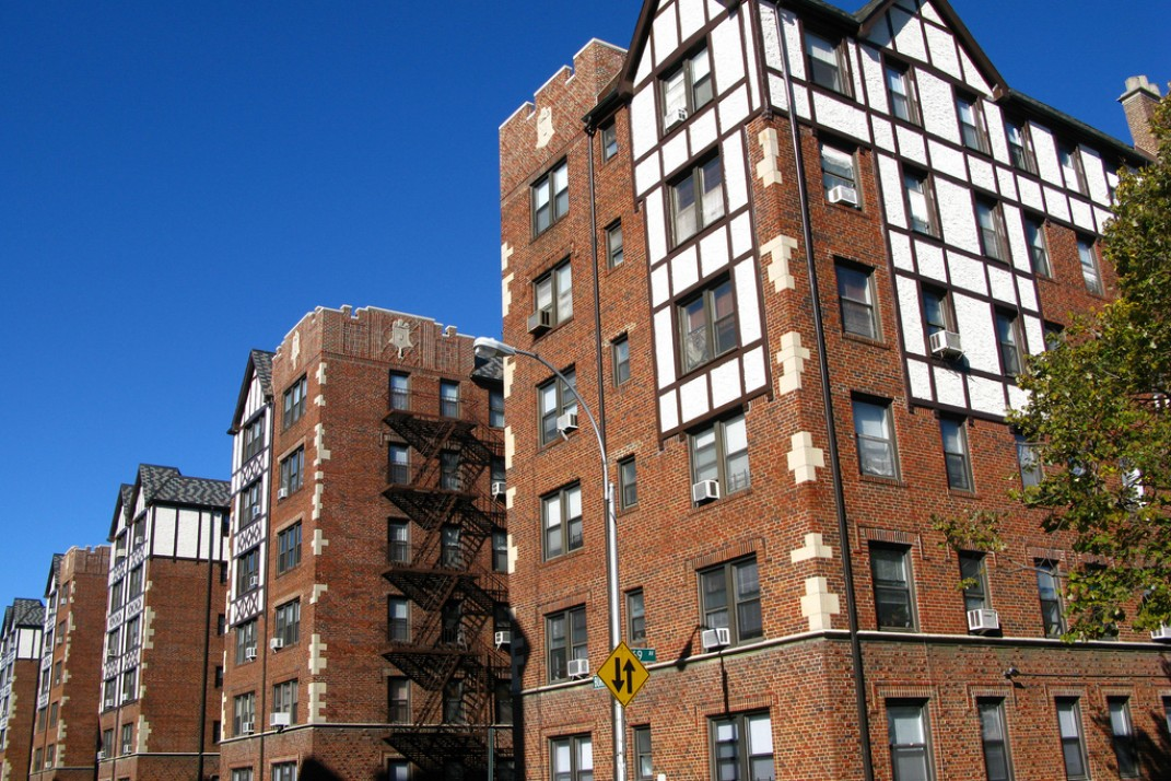 Forest Hills Queens Where The Author Fell For Charm Of A Prewar Apartment Building