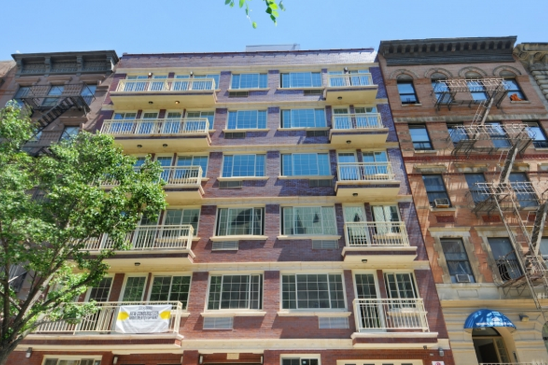 Ly To Rent In A Luxury Harlem Building Near Central Park For 675 Month