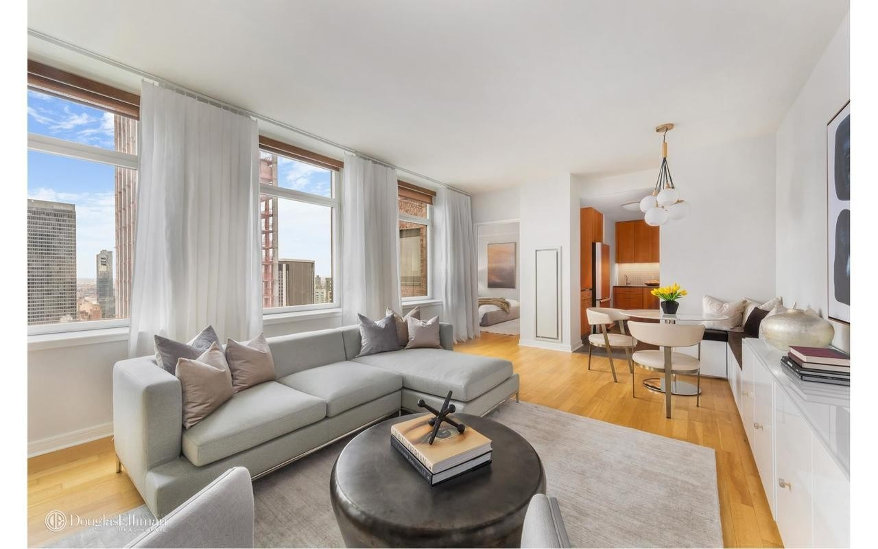 This Nomad Two Bedroom Bathroom Condo 11 East 29th St 42b Was Bought For 2 062 500 In 2017 And Sold 1 782 000 May 2018